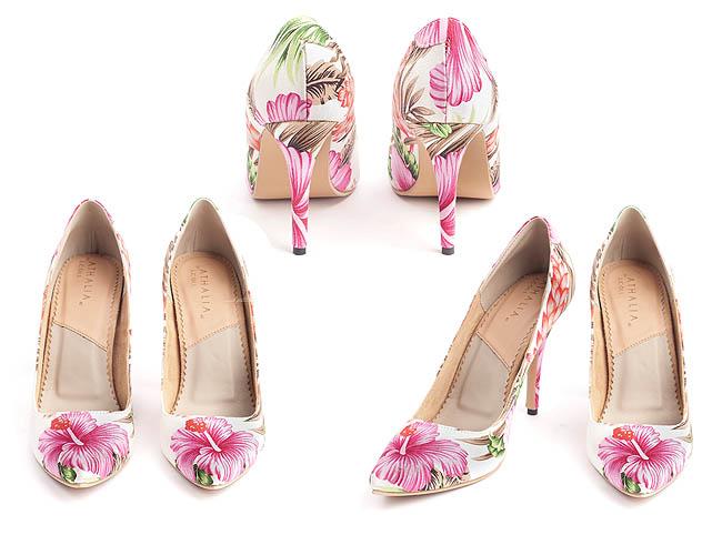 Tampil feminin dan cantik dengan high heels bermotif bunga hibiscus