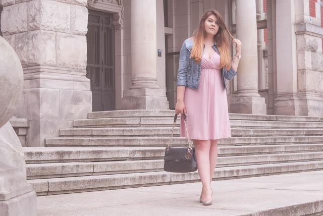 Jeansowa kurtka i sukienka