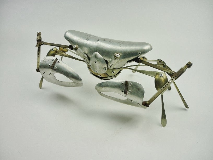 06-Crab-Sculptor-Recycled-Animal-Sculptures-Dean-Patman-Graphic-Design-www-designstack-co