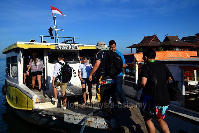 Ferry to Kodingareng Keke Island
