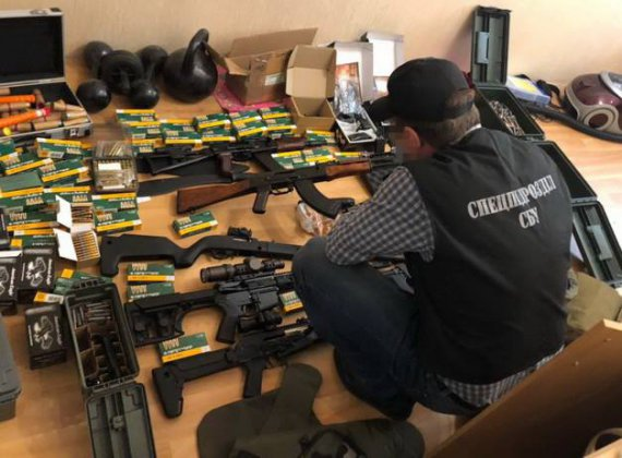 Одесити торгували контрабандною зброєю зі США: клієнтів шукали через інтернет