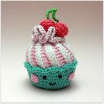 http://www.ravelry.com/patterns/library/cupcakes-with-swirl-frosting