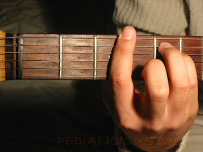 Cara Menekan Senar Chord G Minor untuk Gitaris Kidal