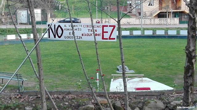 Pancarta en el carrejo de Gorostiza