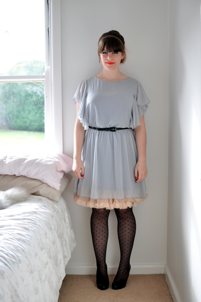 Fashion Tights Skirt Dress Heels Retro Look
