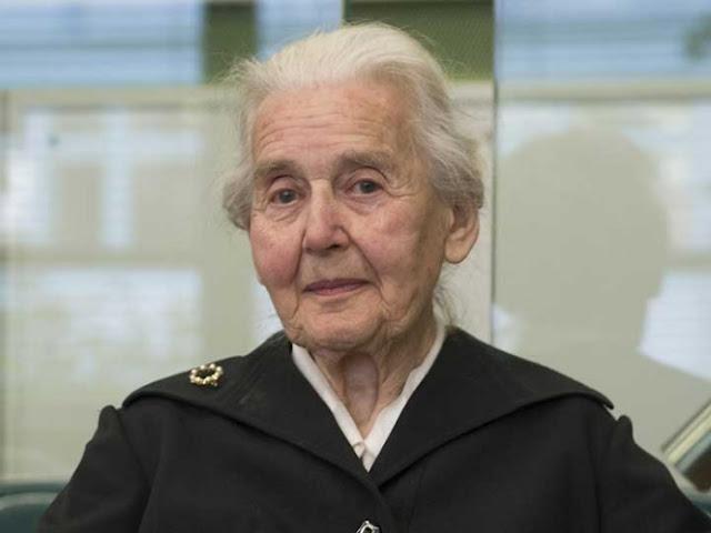 Dan cárcel a mujer de 88 años en Alemania por negar Holocausto