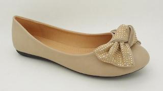 Cara Membersihkan Sepatu Flat Shoes dengan Mudah