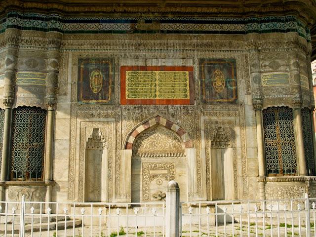 Detalle de la decoración de  la Fuente de Ahmet III, Estambul