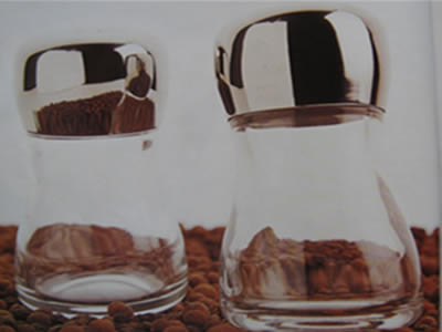 Salt shakers and decorative pepper shakers 11