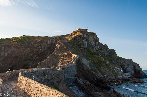 Subida a San Juan de Gastelugatxe. Una ermita en el mar, San Juan de Gastelugatxe
