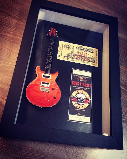mini guitarra Guns n' Roses e Aerosmith