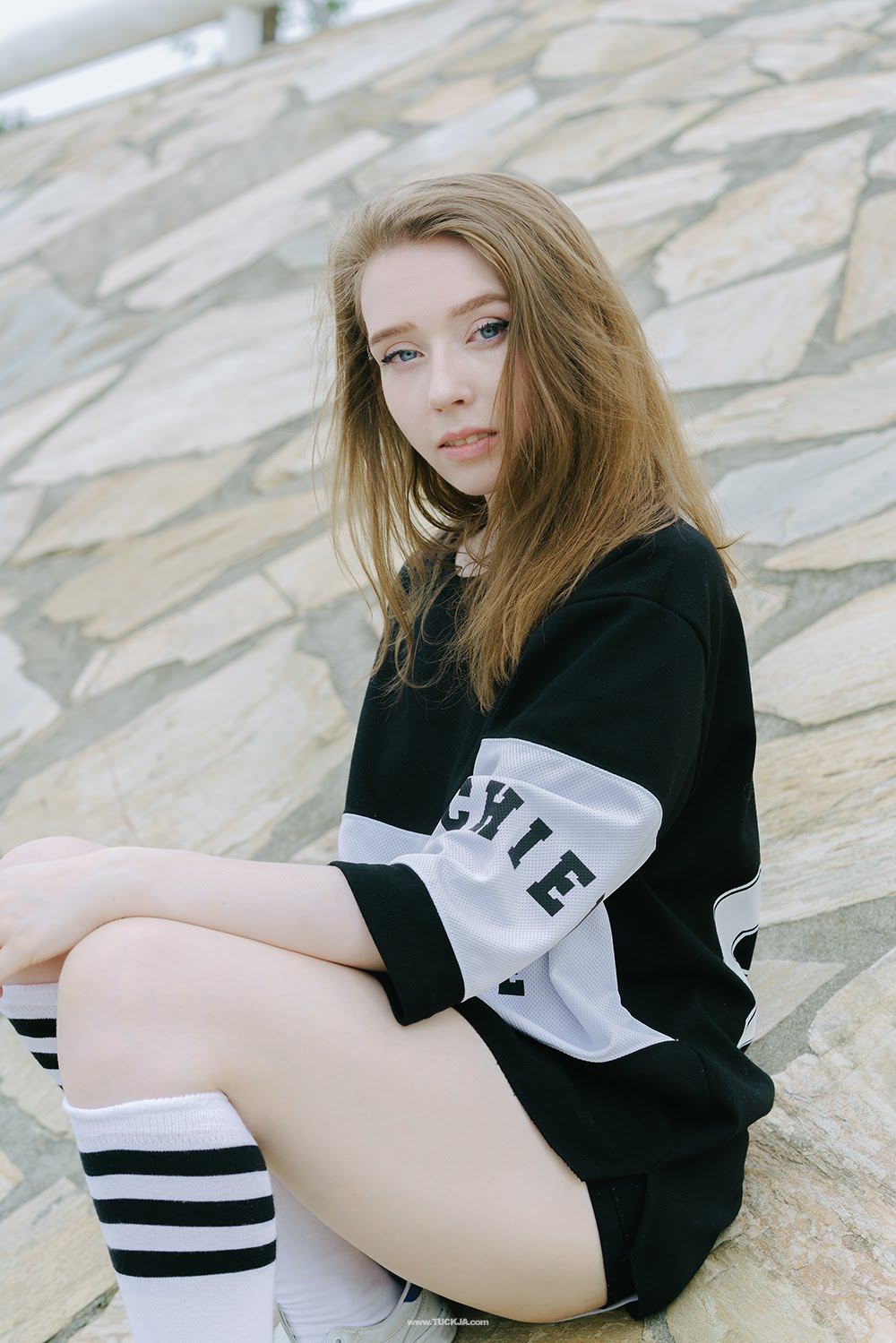 monochrome sporty summer look uk korea style fashion blogger