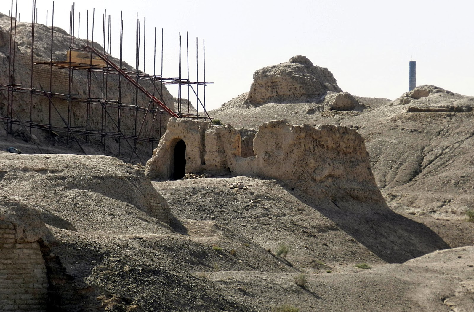 Qigexing Temple ruins along silk road reveal Buddhism's past in China