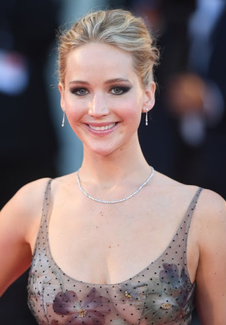 "Jennifer Lawrence – ""Mother!"" Premiere in Venice"