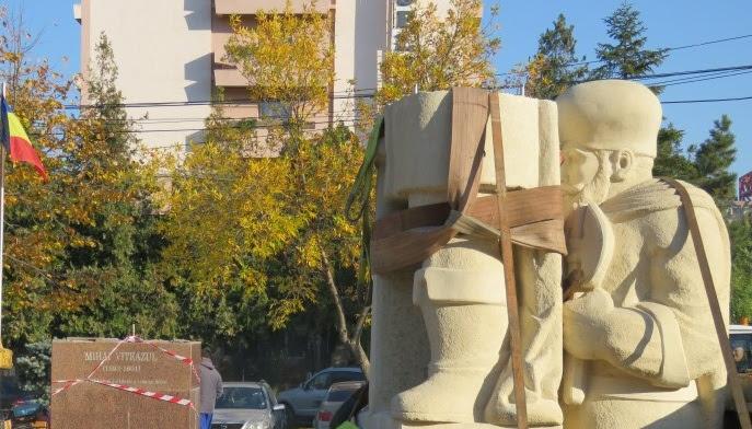 """Primăria Slobozia nu dă semne că va plăti statuia """"Moș Crăciun"""""""