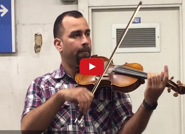 La historia del venezolano violinista del Metro de Madrid