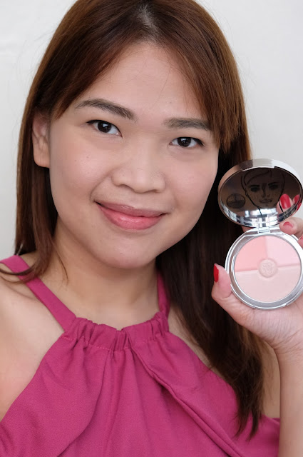 a photo of Guerlain Paris Meteorites Heart Shape Strobing Palette, Blush and Luminizer Powder Review By askmewhats.com Nikki Tiu