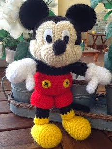 http://sweet-dollies.blogspot.com.es/2012/05/amigurumi-mickey-mouse.html