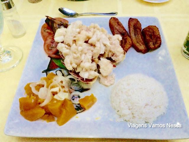 Prato principal servido no jantar do Hostal Buri y Nesti