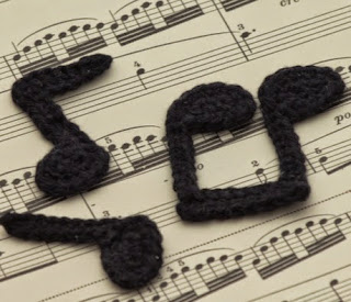 http://www.mycrochetprojects.com/en/crochet/gehaekelte-noten-applikationen-crochet-music-note-appliquesc.html