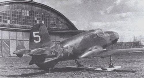 il prototipo 5 dell'aereo a razzo BI-1.