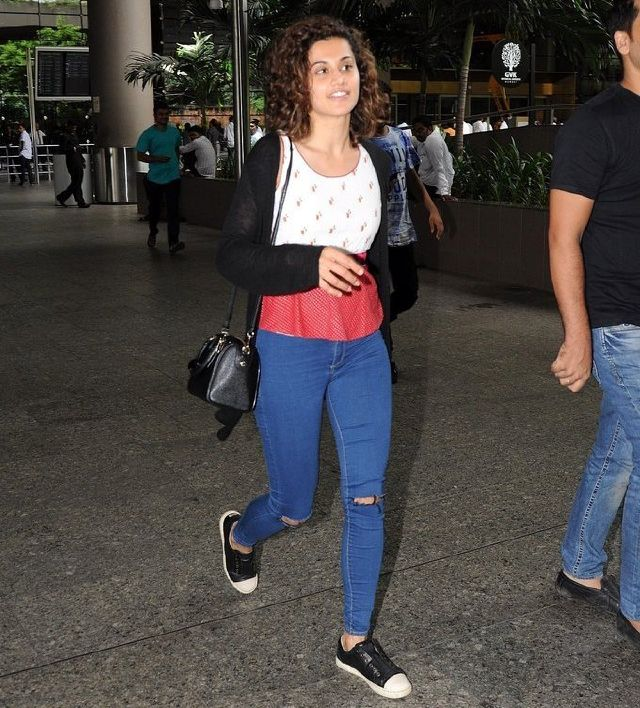 Telugu Girl Taapsee Pannu Photos At Mumbai Airport