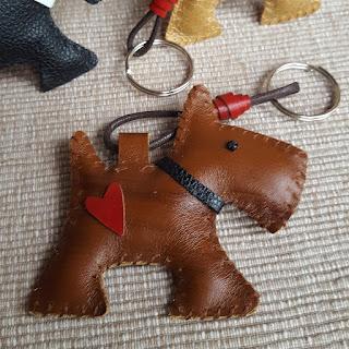 Portachiavi pelle cuciti a mano cane brown