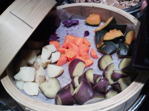 ビュッフェコーナー:根菜せいろ蒸し AlettA(アレッタ)ロコアナハ店