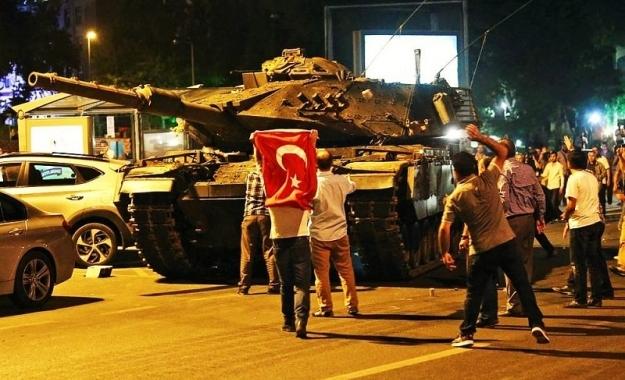 Εκατοντάδες νέες διώξεις Τούρκων αξιωματικών