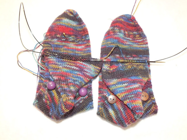straythreads: On and Off the needles