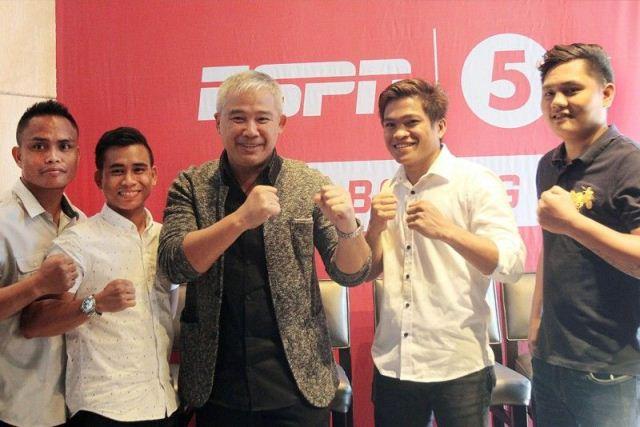 Chot Reyes with Filipino Boxers