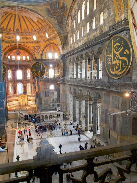 Santa Sofía, nave central y ábside vistos de la tribuna superior