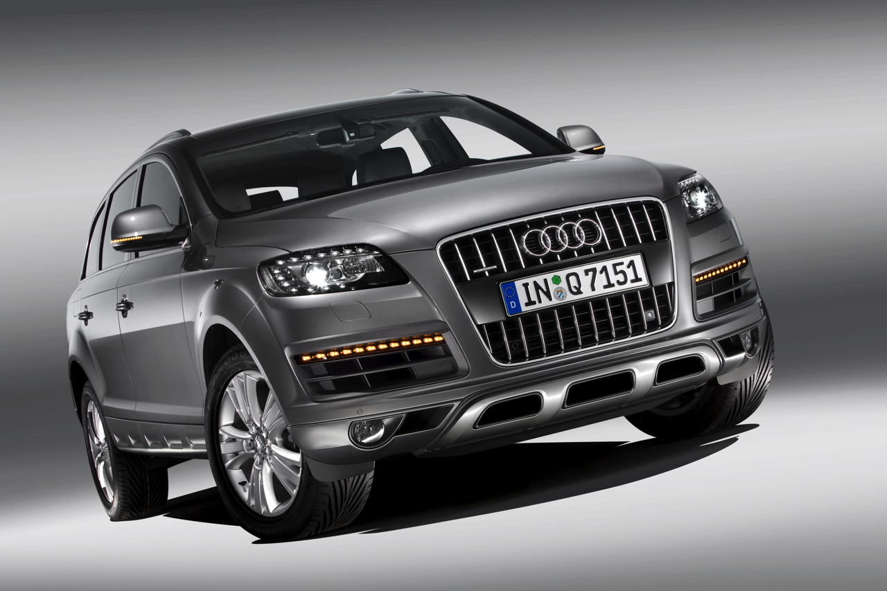 world of cars audi q7 wallpaper. Black Bedroom Furniture Sets. Home Design Ideas