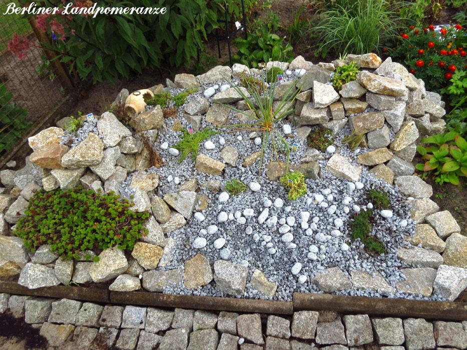 Berliner landpomeranze ein berlin gartenblog steingarten for Steingarten teich