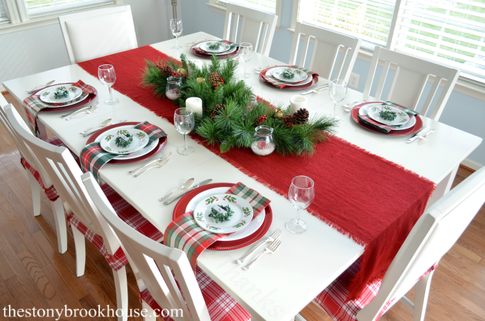 A Simple Christmas Table