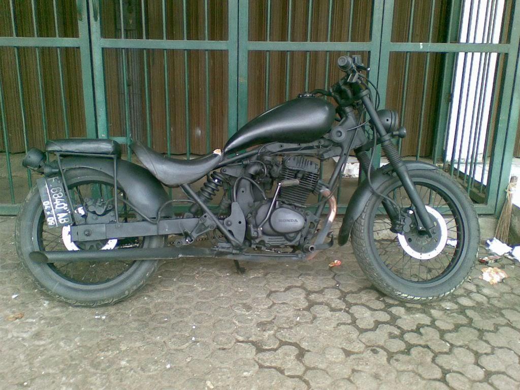 Modifikasi Motor Honda CB Di Atas Adalah Kreasi Bengkel Modifikasi
