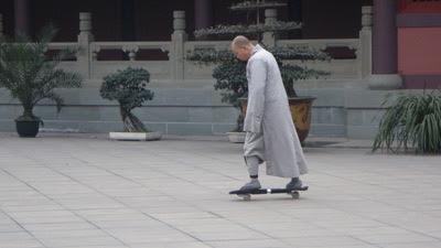 http://news.asiantown.net/r/12514/skateboarding-monk-shocks-china