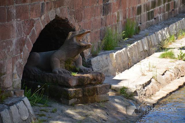 Tryskający wodą jaszczur we Włodzicy w Nowej Rudzie tuż przy Domach tkaczy to najnowsza atrakcja turystyczna Nowej Rudy