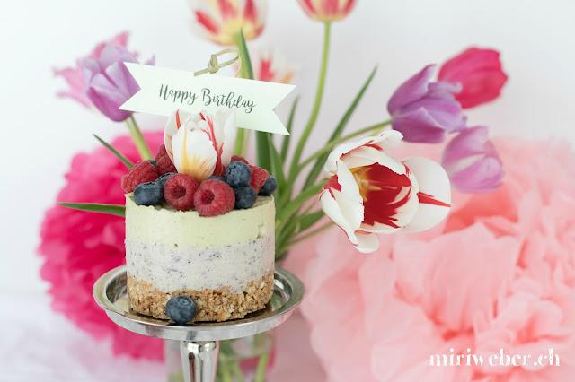 Früchtequarktorte Rezept, Quarktorte mit Cantuccini Boden, Blog Schweiz, Happy Birthday Torte, Geburtstagstorte, gesunde Quarktorte, Quarktorte mit Avocado und Heidelbeeren