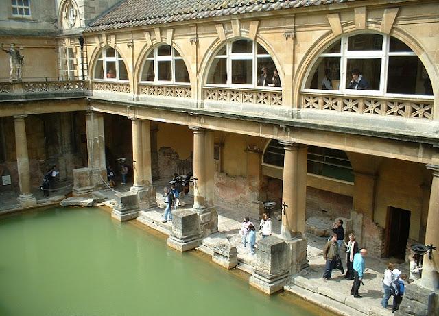 Bath - Roman Baths - www.visit-stonehenge.com
