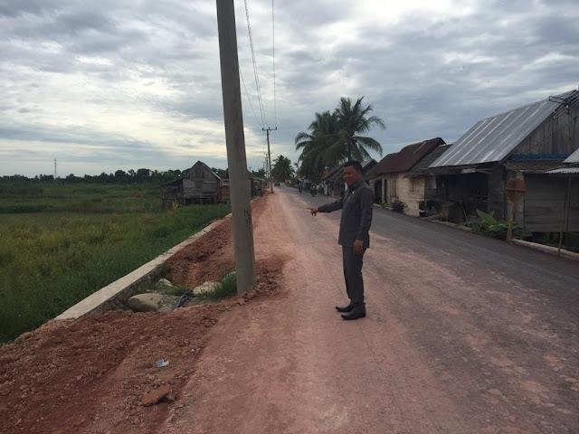 Tiang Listrik di Desa Awal Terusan - Terusan Menang, Membahayakan