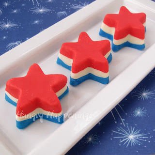 Red, White, and Blue Patriotic Fudge Stars by Hungry Happenings.