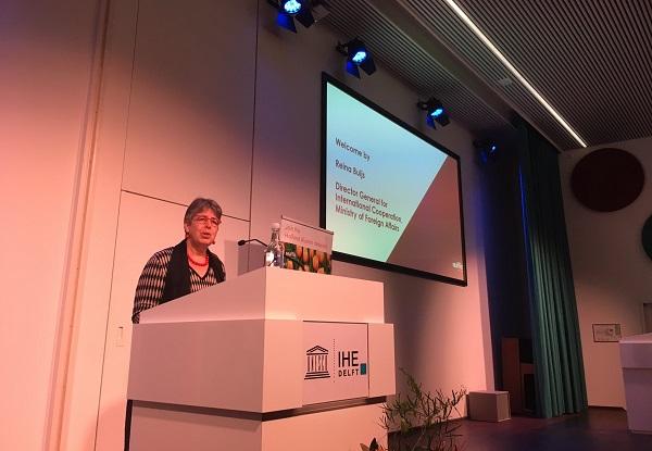 Director General for International Cooperation Ministry of Foreign Affairs, Reina Buijs memberikan sambutan di acara International Students' Day di Ruang Seminar Lantai 2 IHE Delft, Belanda, Sabtu, 17 November 2018