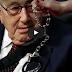 Διαμαρτύρονται στον Κίσινκερ φωνάζοντας, συλλάβετε τον για εγκλήματα πολέμου (Βίντεο)