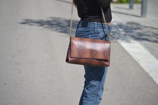 boyfriend jeans, Mango heels, Zara bag, H&M top, Lara Pasarin