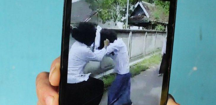 Siswi SMP Vs Siswi SMA, Duel Demi Cowok Pujaan