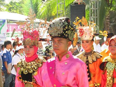Pakaian Tradisional Bolaang Mongondow Sulut
