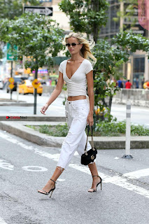 Frida-Aasen-On-her-way-to-the-fittings-for-the-Victoria-_009+%7E+SexyCelebs.in+Exclusive.jpg