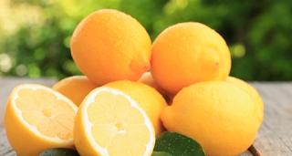 Cara Mengatasi Rambut Kering dengan Lemon