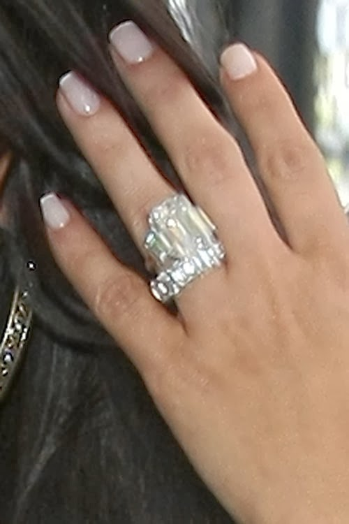 Jewelry News Network Kim Kardashian S 20 Carat Engagement Ring Fetches 749 000 At Auction
